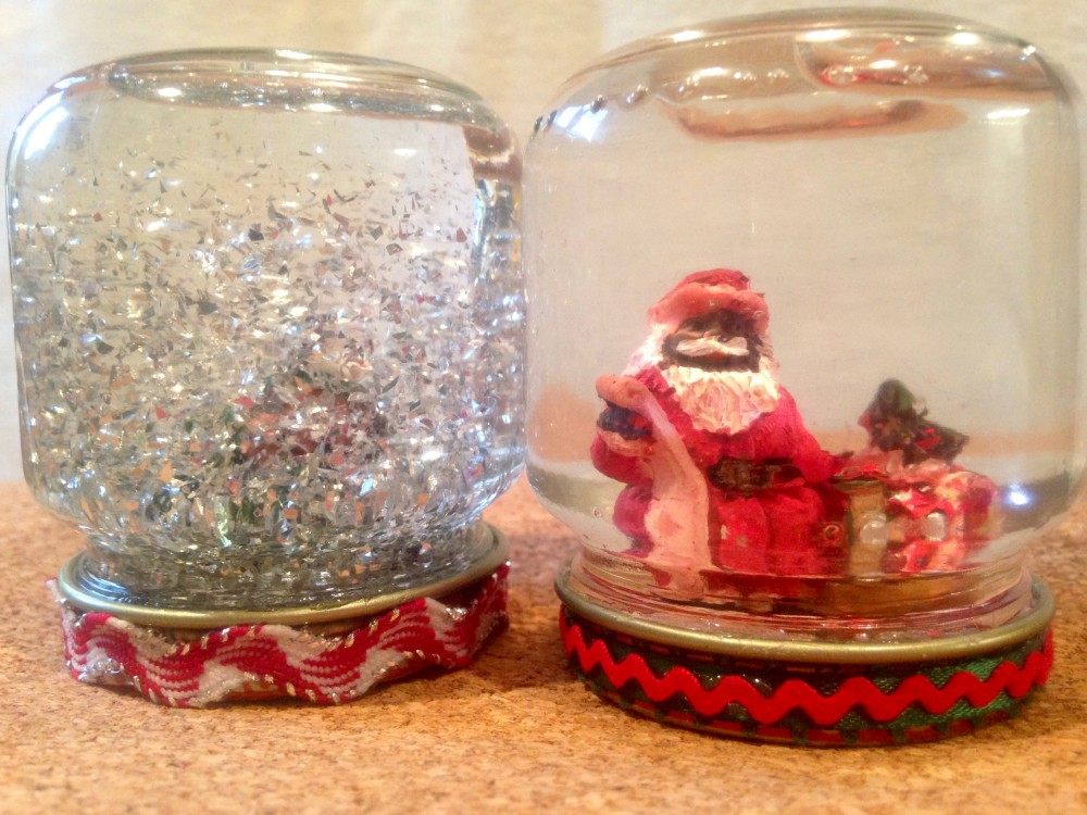 Tutorial-How to Create Snow Globes Using Baby Food Jars